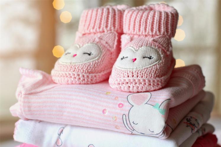 Organiza y guarda la ropa de bebé perfectamente