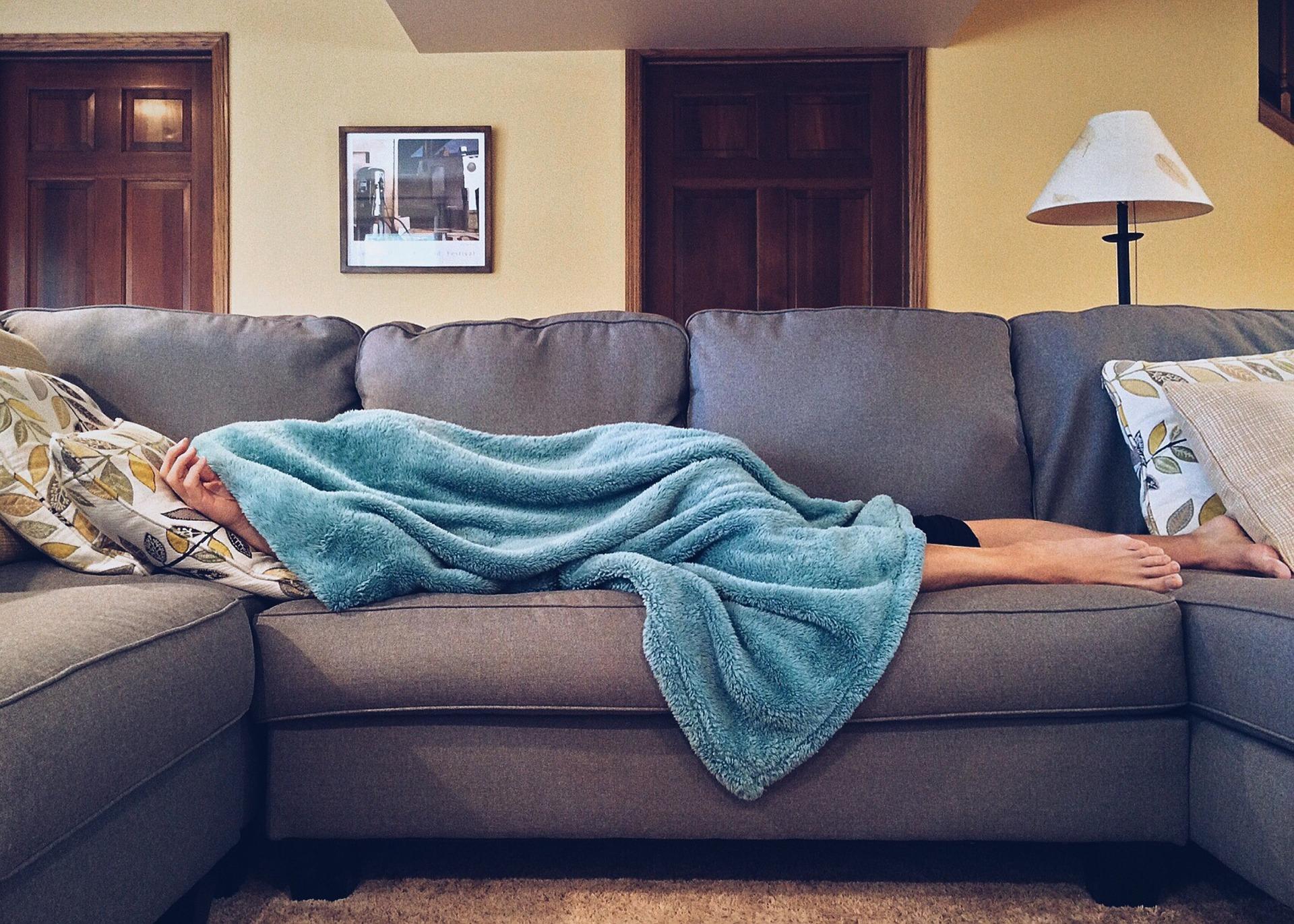 Tu Sofá como el primer día: Los complementos perfectos fundas y foulards para el sofá